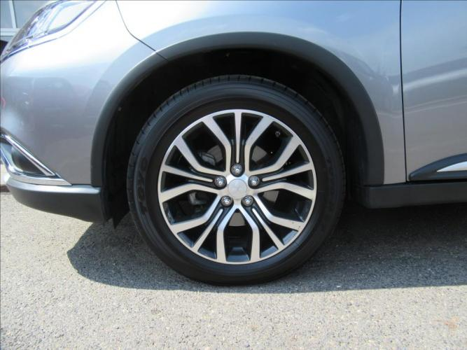 Mitsubishi Outlander 2.2 Di-D Instyle 6AT 4WD*