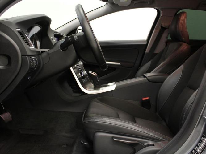 Volvo V60 2,4 D4 AWD AT Momentum Polestar