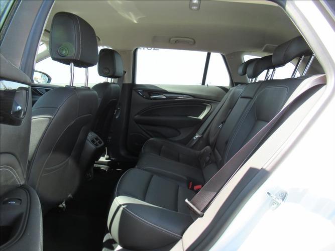 Opel Insignia 2,0 DTH Innovation NAVi 6MT AKCE!
