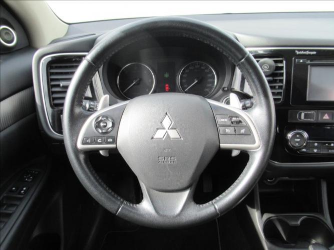 Mitsubishi Outlander 2,2 DI-D AUT,4x4, ČR,7-míst, 1 majitel