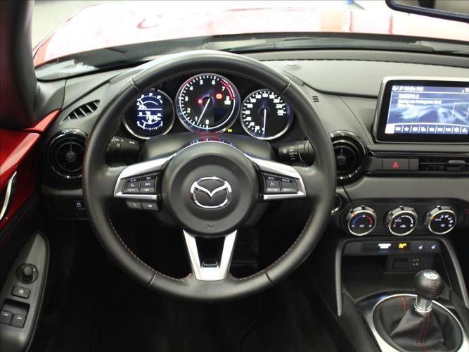 Mazda MX-5 2,0 i 6MT Revolution
