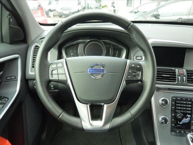 Volvo XC60 2,4 D4 Summum 6AT AWD*