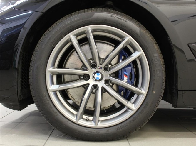 BMW Řada 5 3,0 530d AT xDrive M-Paket